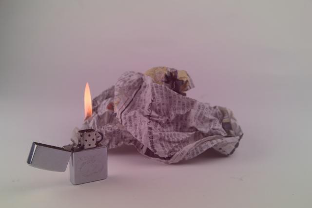 ごみ屋敷の建物に直接火をつけて放火させるイメージ